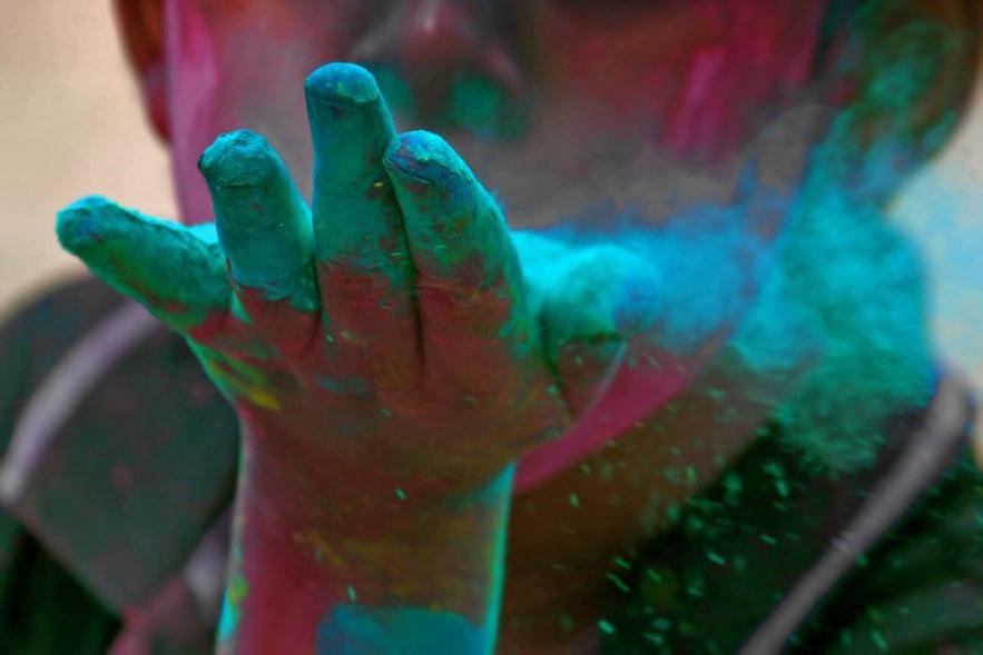 kalpana-chatterjee-holi-india-color
