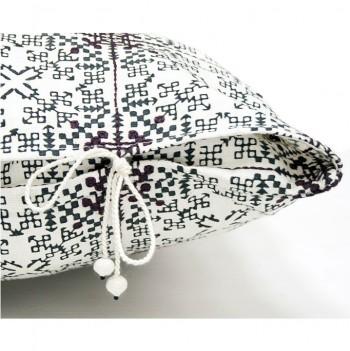 no-mad-india-isayu-black-cushion-dori-detail