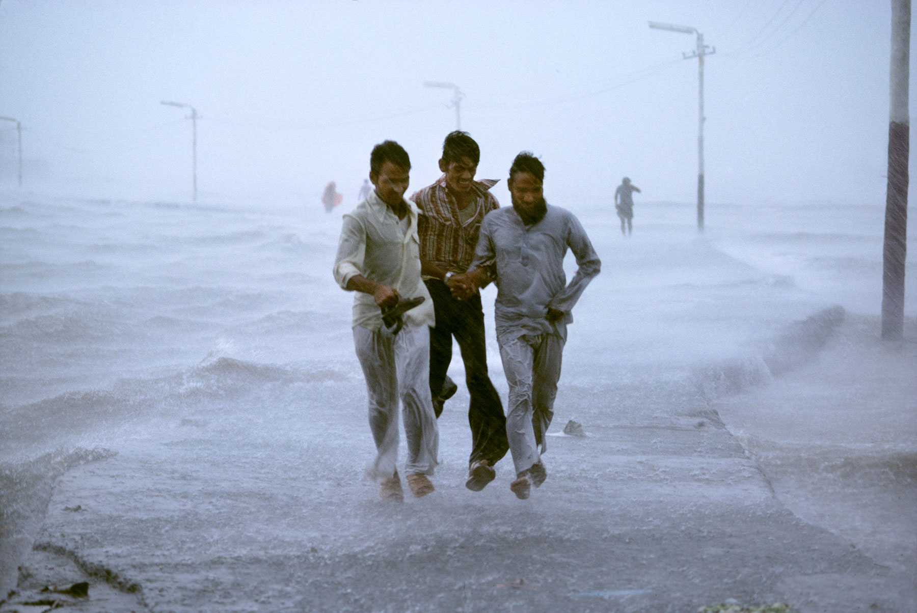 no-mad-india-steve-mccurry-monsoon-4