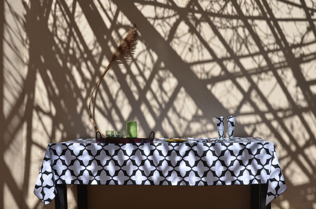 nomad-india-black-tabu-table