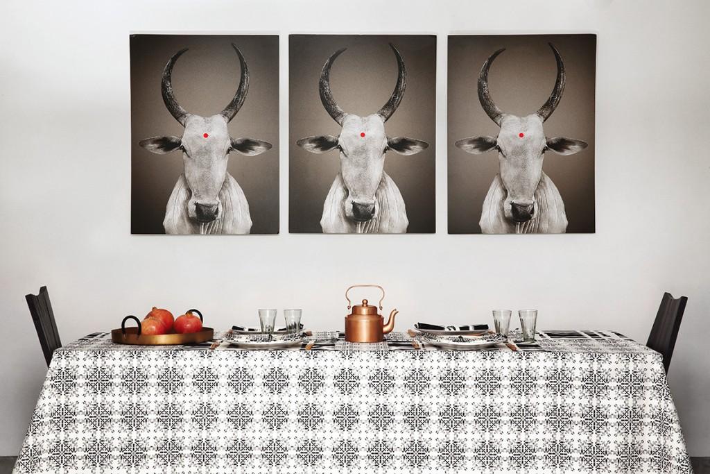 nomad-india-black-white-table-isayu