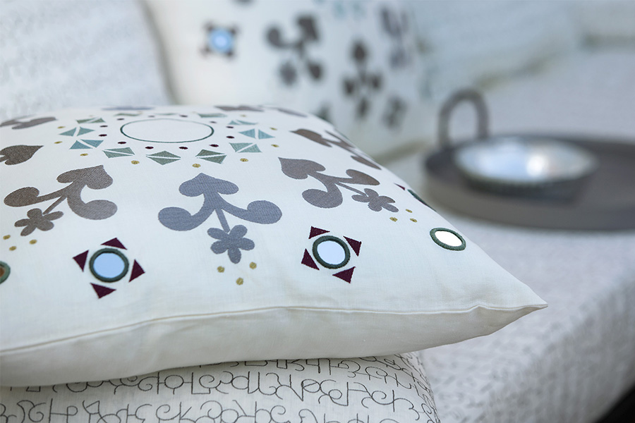nomad-india-noo-rmirror-work-cushion