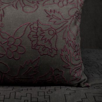 nomad-india-kusum-charcoal-plum-cushion-cover-detail