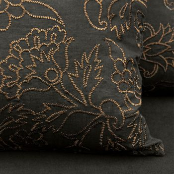 nomad-india-kusum-charcoal-zari-cushion-cover-detail