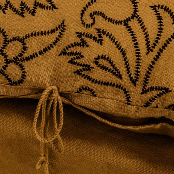 nomad-india-kusum-ochre-black-cushion-cover-detail