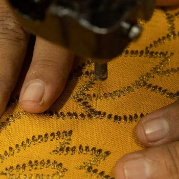nomad-india-kusum-ochre-zari-placemat-making