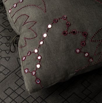 nomad-india-suman-charcoal-plum-cushion-cover-detail