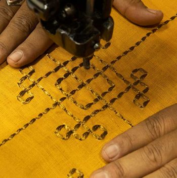 nomad-india-vayu-ochre-zari-placemat-making