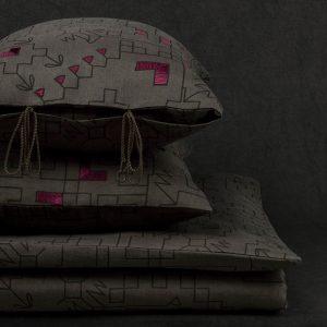 nomad-india-ryka-charcoal-black-plum-mattress-cover-main