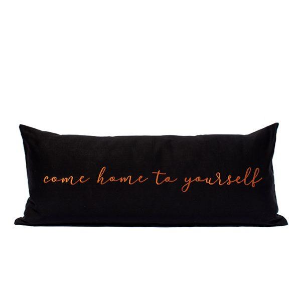 nomad-india-barahmasa-word-cushion-black-terracotta-mood-chty