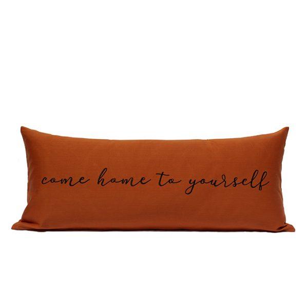 nomad-india-barahmasa-word-cushion-terracotta-mood-chty