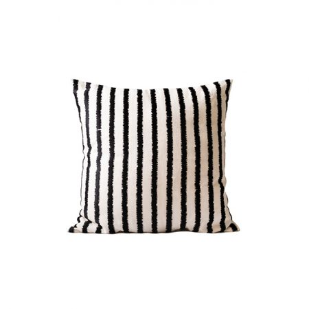 nomad-india-textiles-cushion-cover-lakeer-black-off-white-1